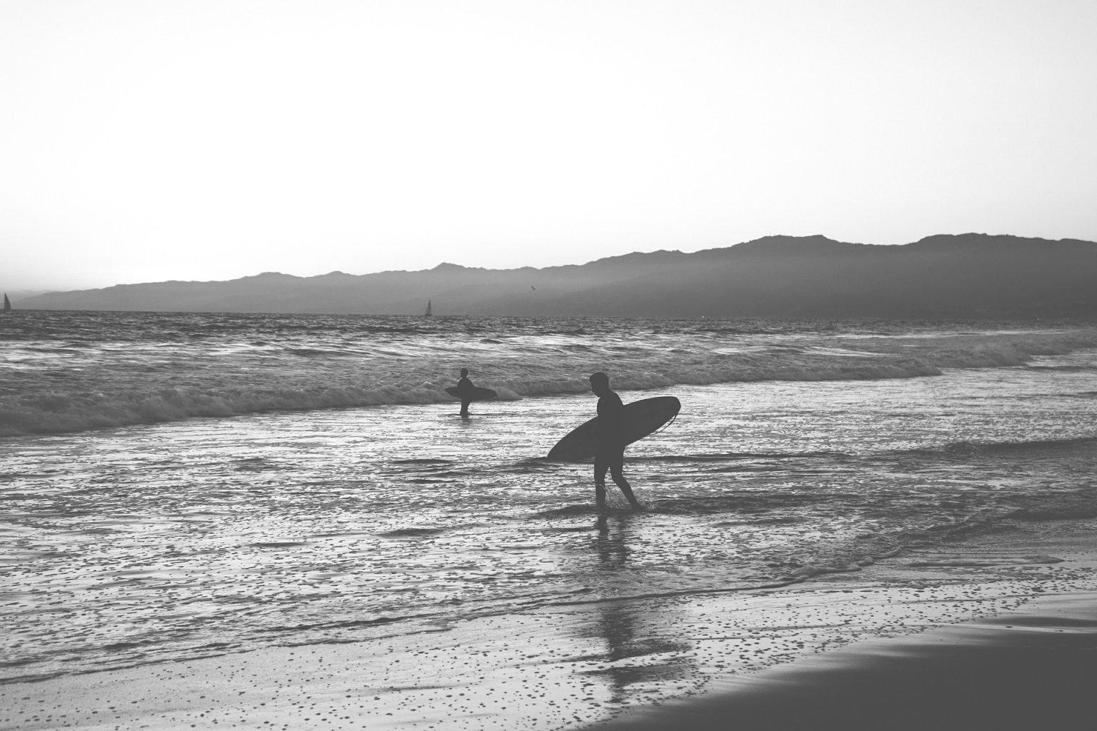 ビーチとサーファー