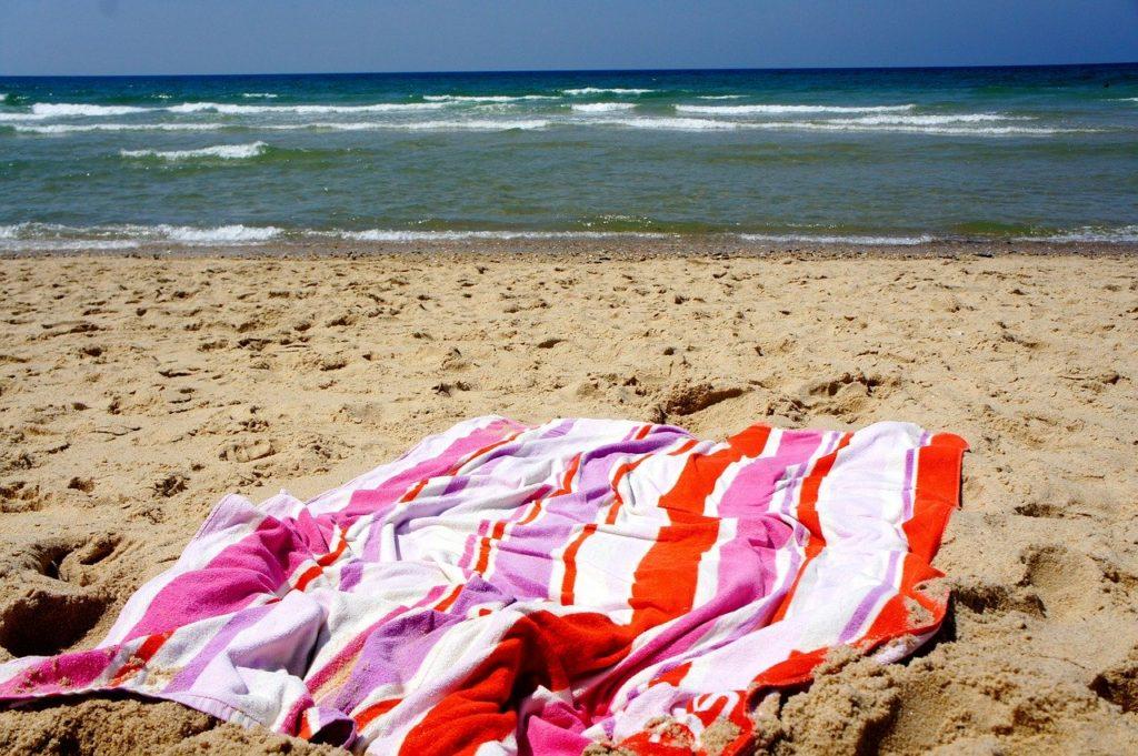 ビーチとタオル