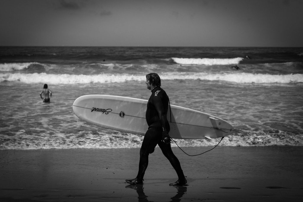 surfer-walk-with-surfboard