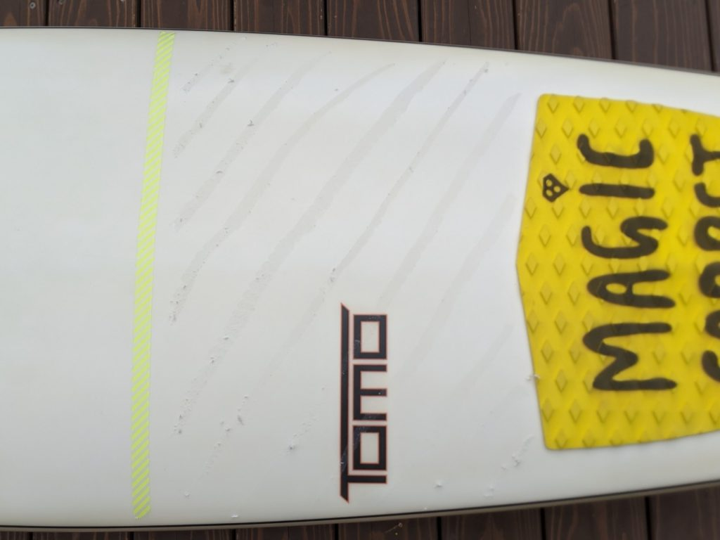 サーフボードのワックスの塗り方
