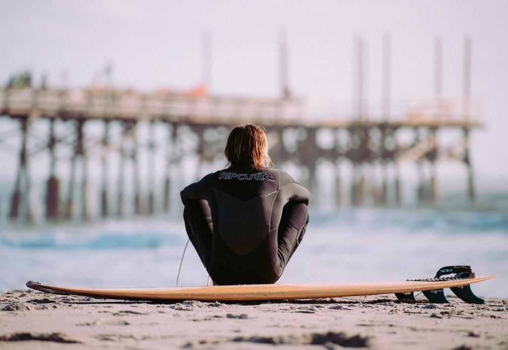 海でチクチク…チンクイはサーファーの敵?時期・症状・予防・対処
