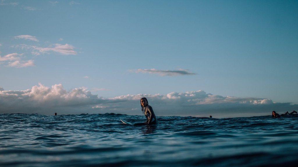 ロングボード初心者がテイクオフでの重心のコツは胸で波を捕まえる